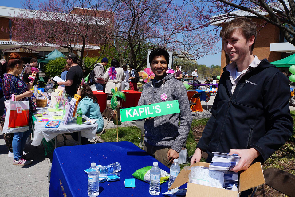 Students, faculty, and staff enjoy the beautiful weather, share information, and participate in fun activities at Spring Fling in the court of four seasons.