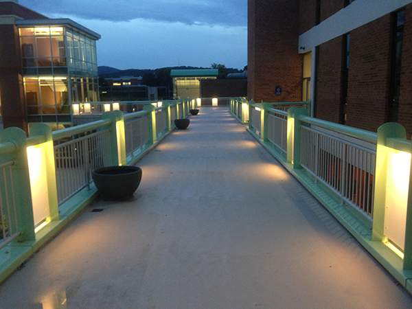 Walkway between Fralin Center and Business Science